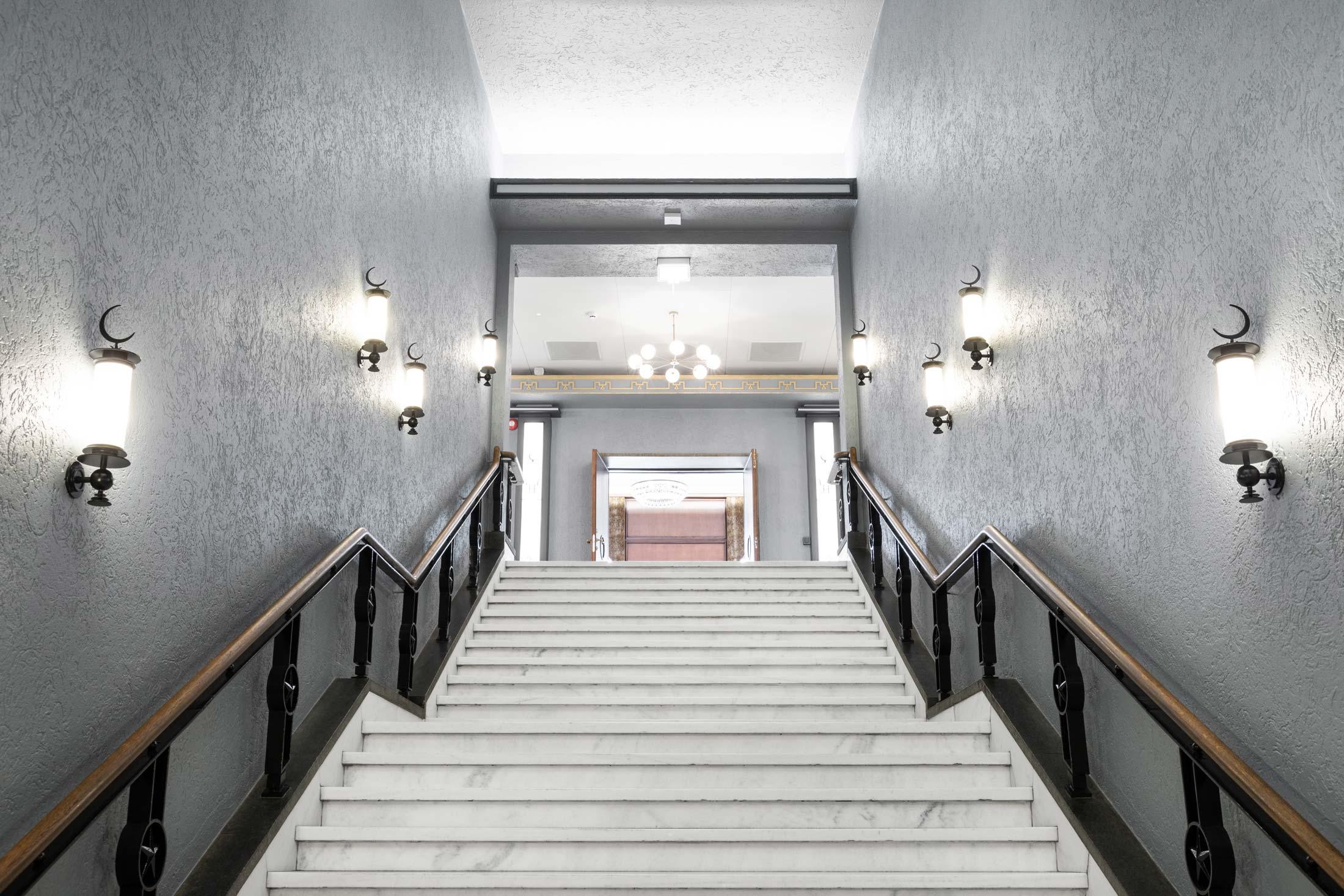 Belysning i trapp hos Grand Bergen