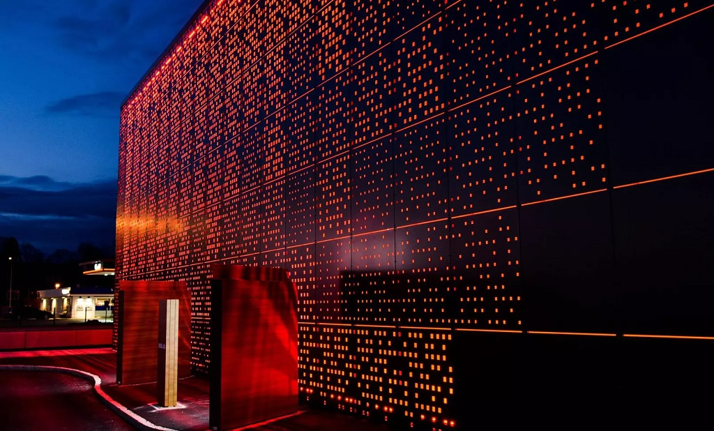 Fasadebelysning på Töcksfors Shoppingcenter i Sverige