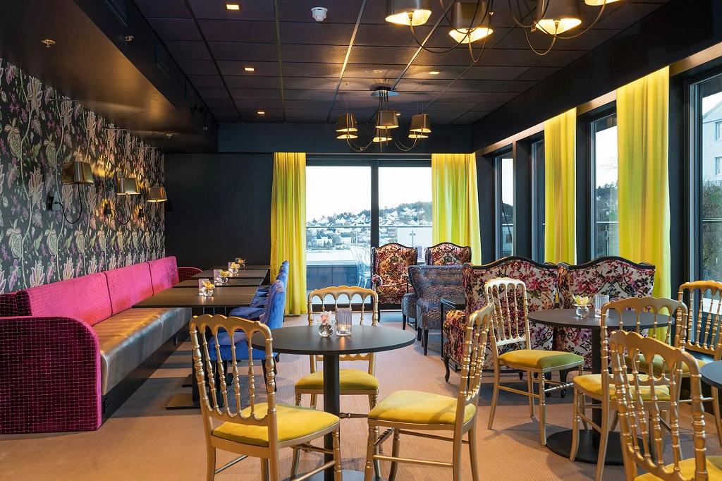 Belysning i spisesal på Thon Hotel Arendal