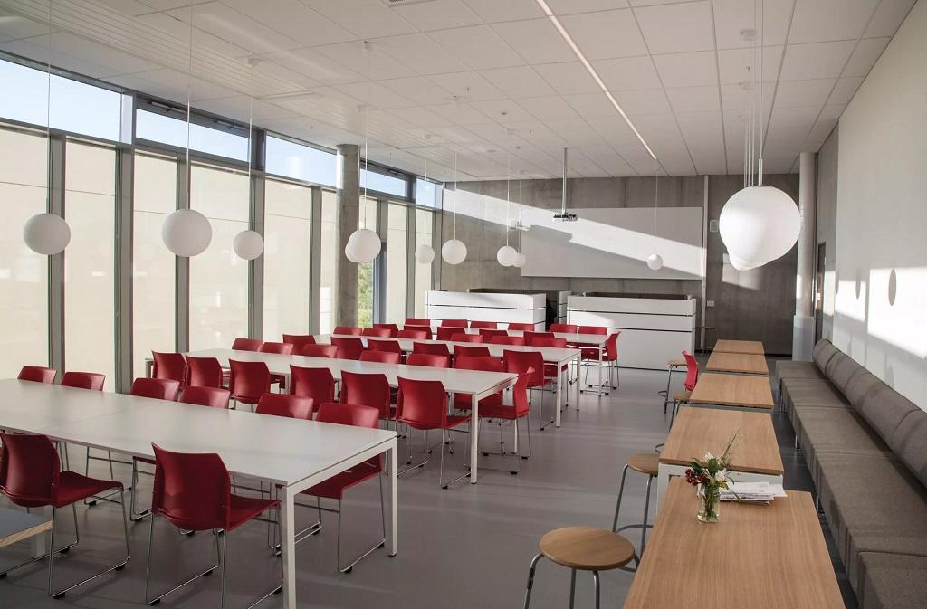 Belysning i fellesområde på Harestad skole