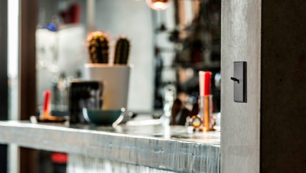 Designbryter fra Lithoss på vegg