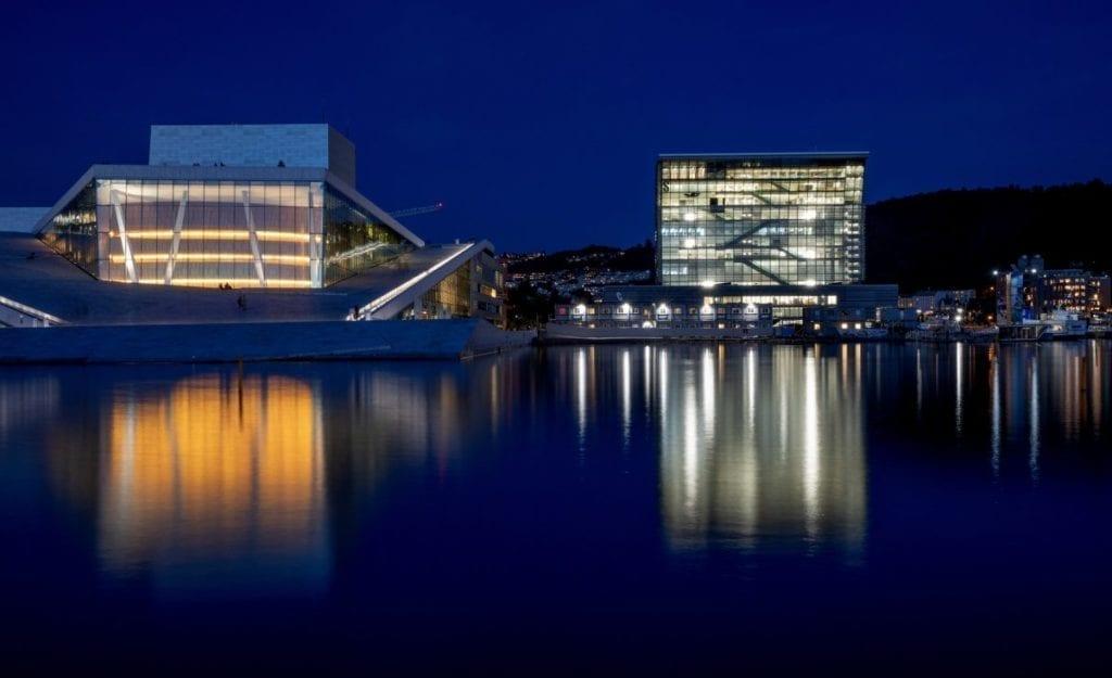 Opplyst Opera-bygg og Munchmuseet med belysning fra SML Lighting