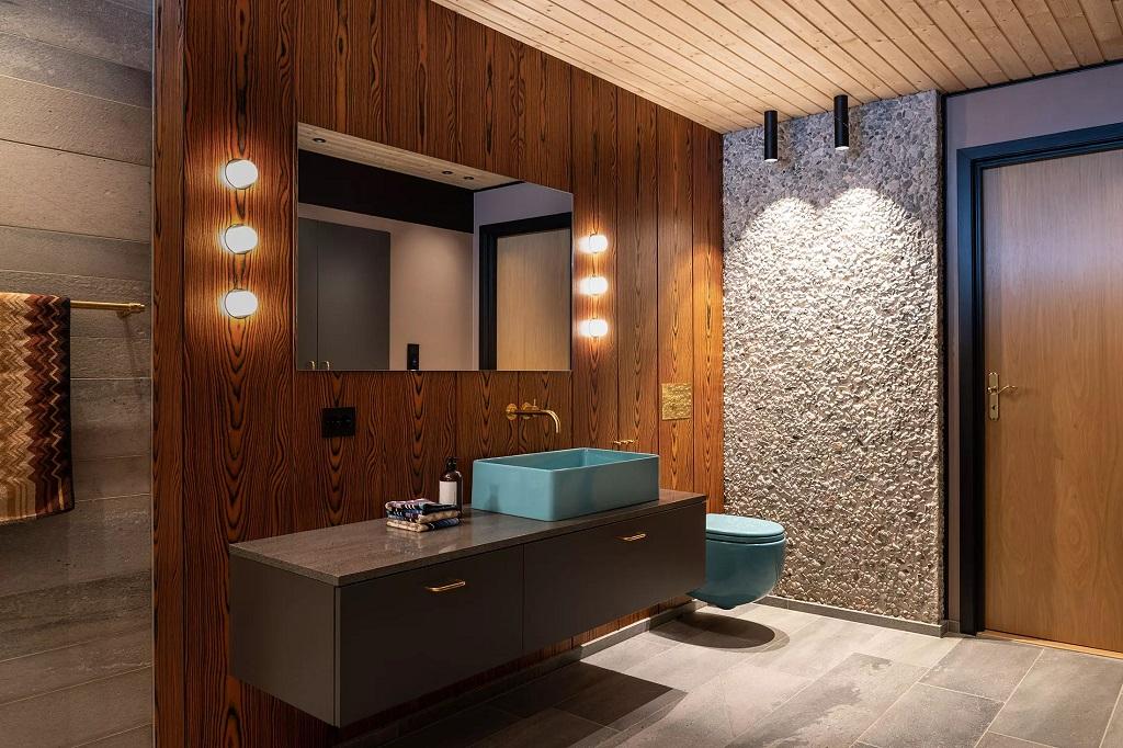 Veggbelysning ved speil i baderom