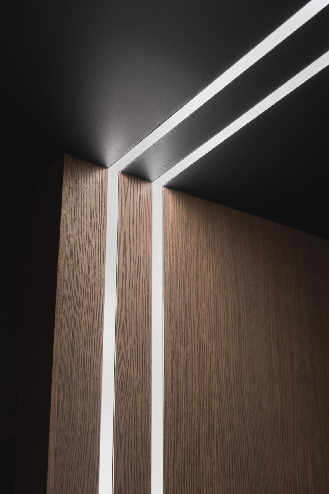 LED-striper langs vegg og tak