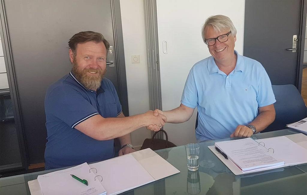 Prosjektdirektør for det nye Munchmuseet, Per Egil Steen og Tore Nistad fra SML Lighting i signering avtale