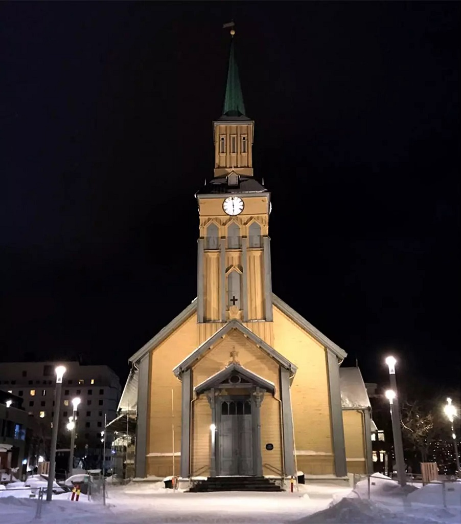 Fasadebelysning på Tromsø kirke