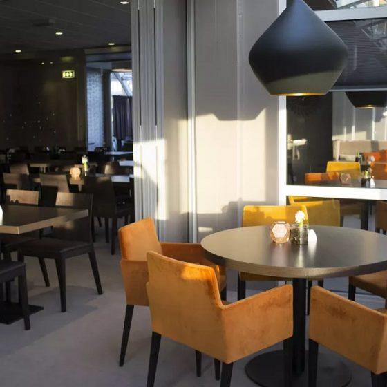 Belysning i spisesal på Bø Hotell