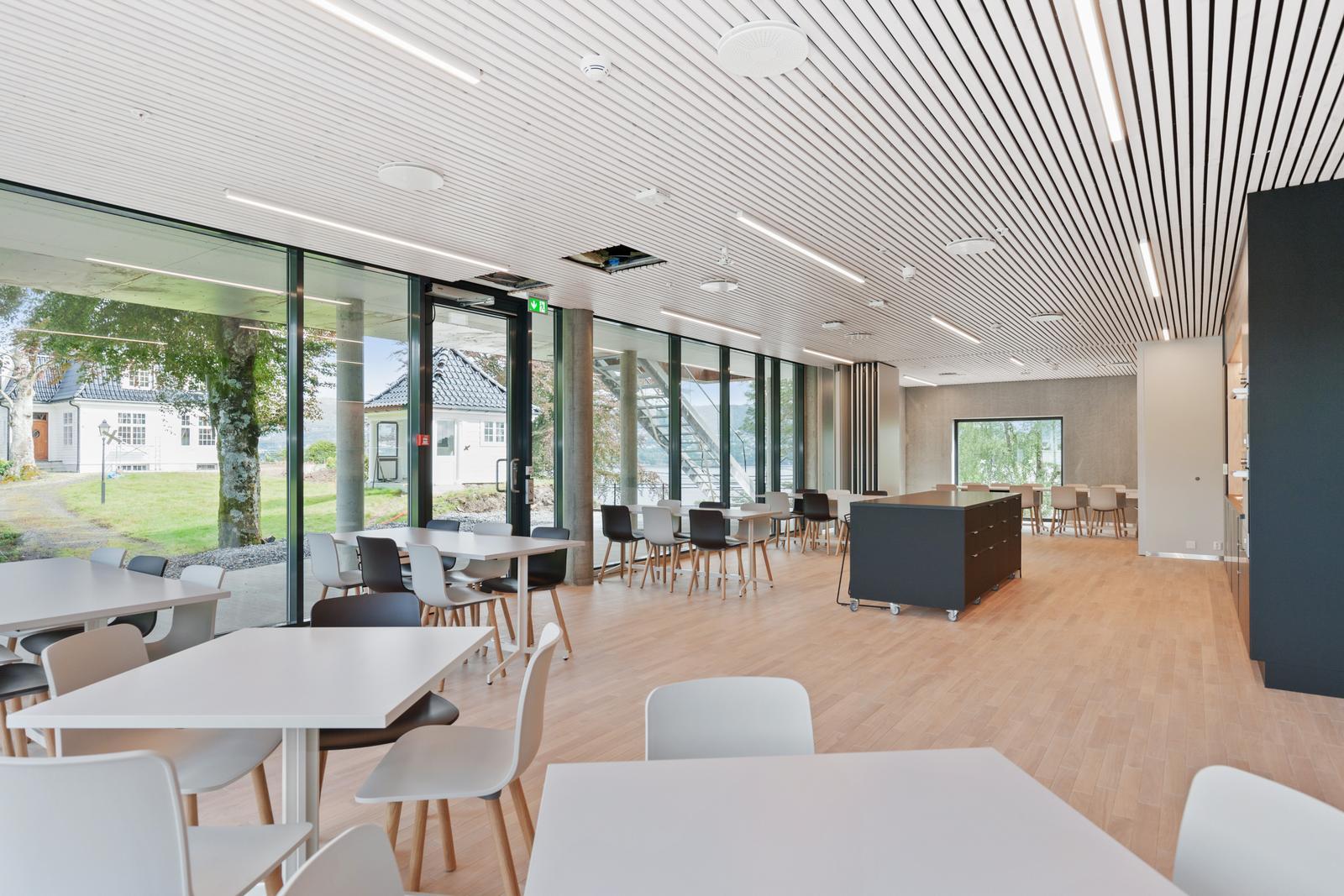 Belysning i spisesal hos Helse Bergen Distriktspsykiatriske senter