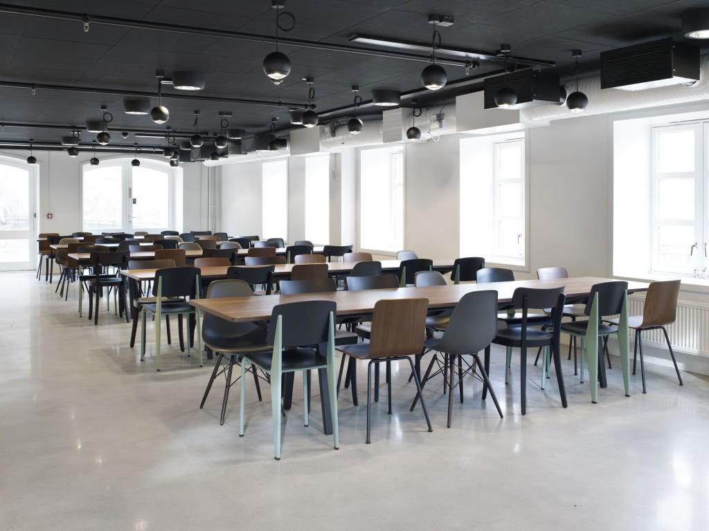 Belysning i spisesal hos Norrøna Sports hovedkontor