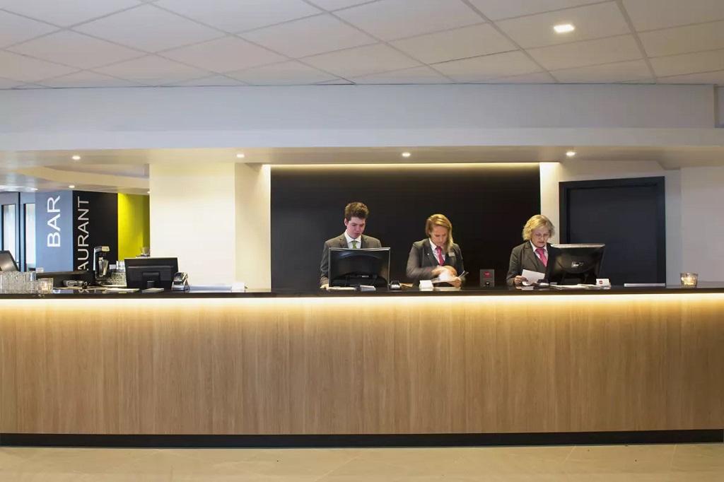 Belysning i resepsjon på Thon Hotell Bergen Airport