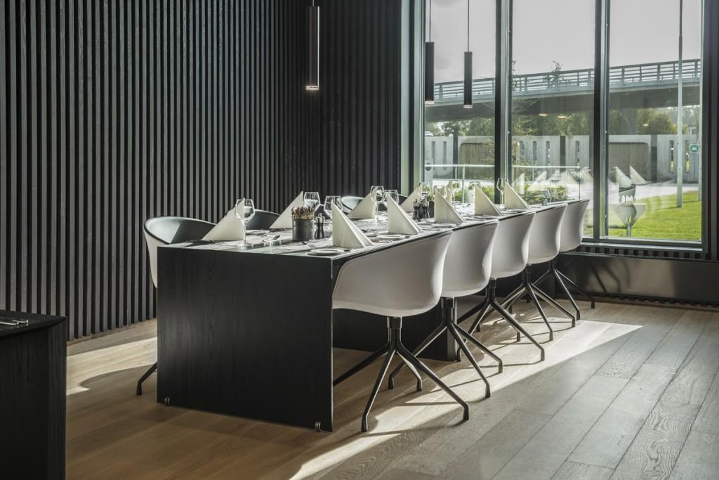 Belysning over spiseområde hos Statoil VIP senter