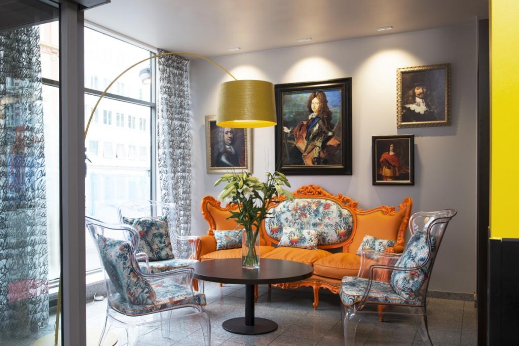 Belysning i loungeområde på Thon Hotell Gyldenløve