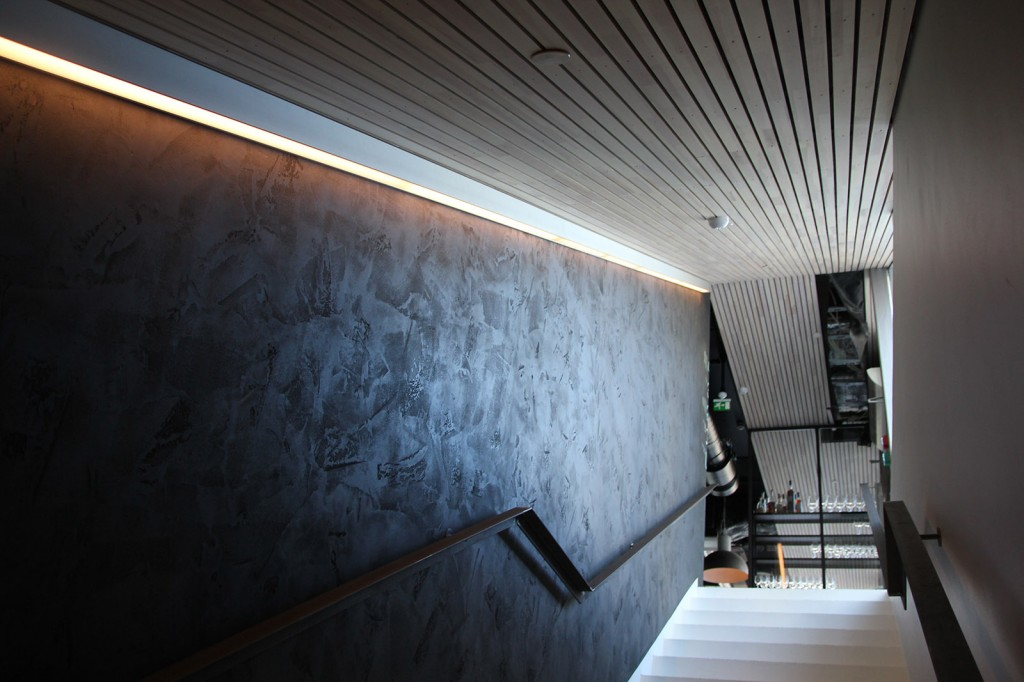 Belysning i trapp på Litteraturhuset