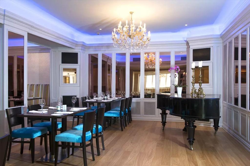 Belysning i spisesalen på Thon Hotell Slottsparken