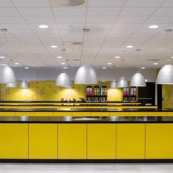 Belysning i frokost- og restaurantområde på Thon Congress Gardermoen