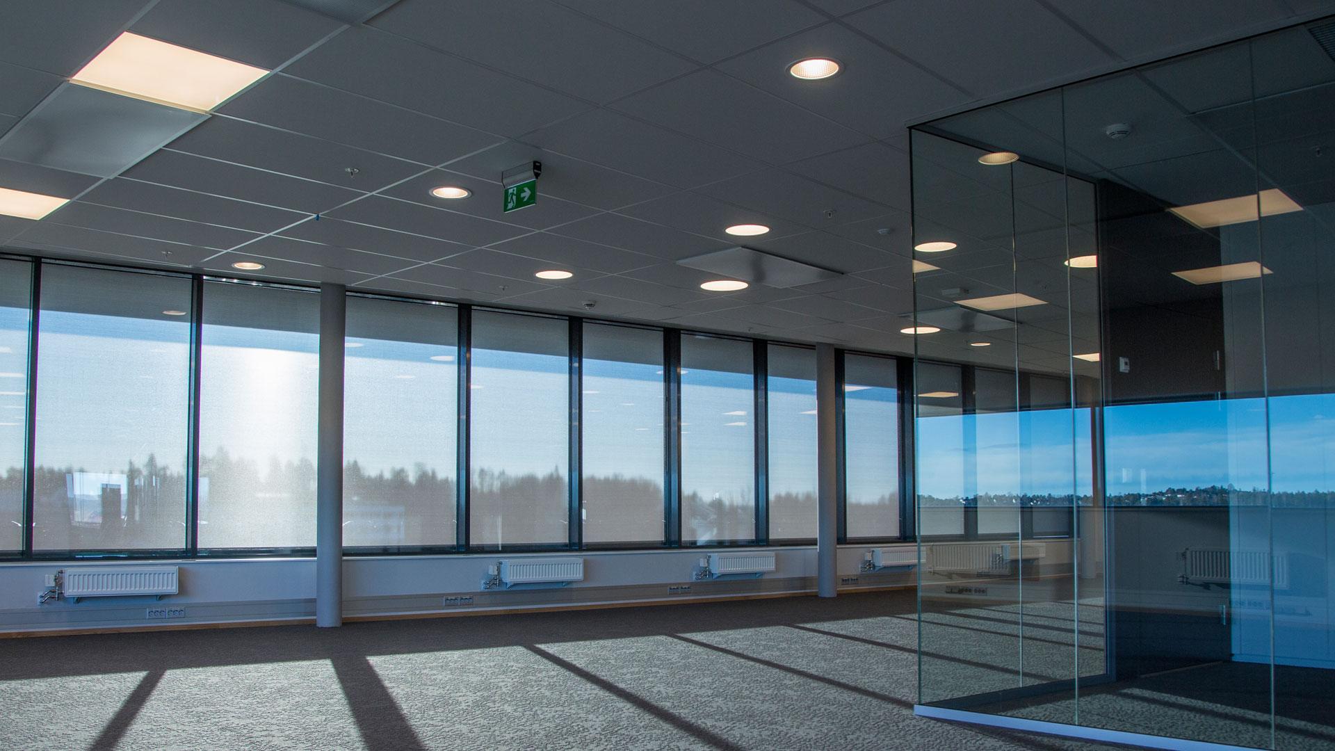 Belysning i tomt kontorlokale i Kalnesveien 5