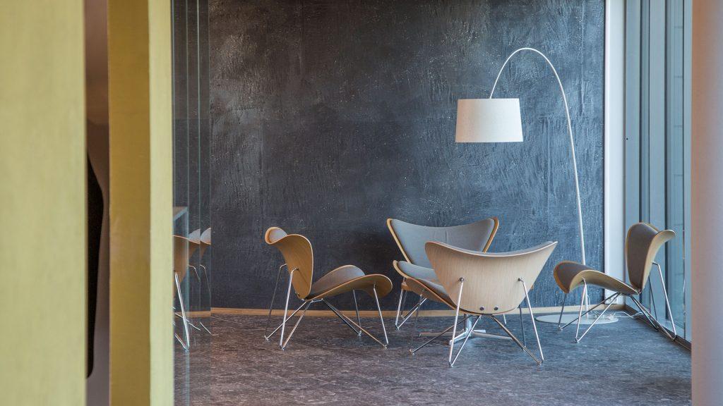 Belysning i loungeområde i Kalnesveien 5