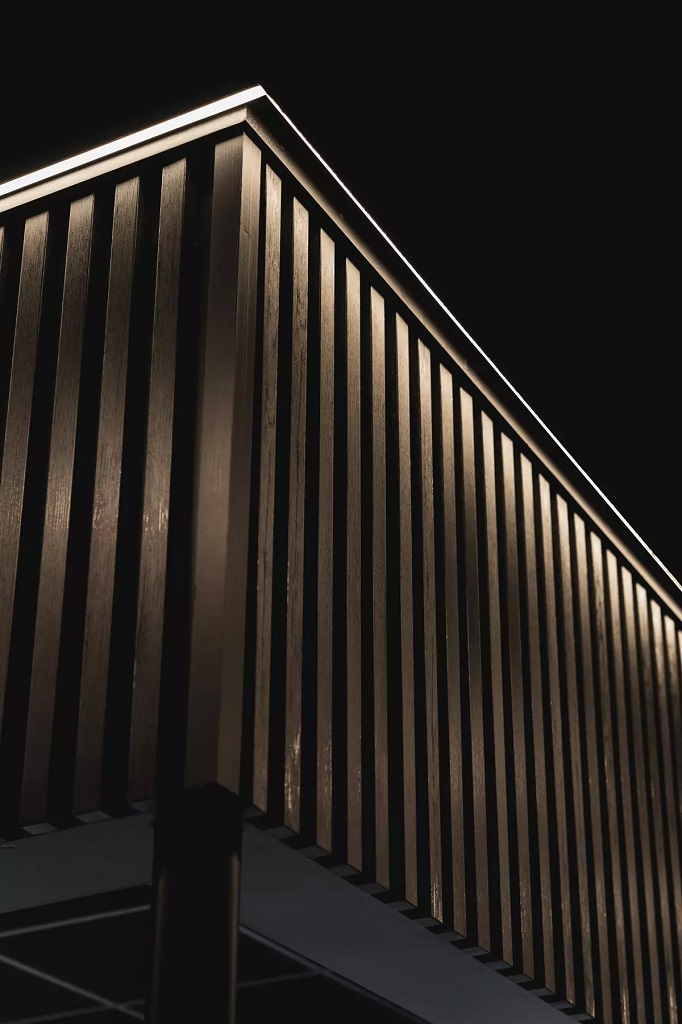 Belysning i serverings- og restaurantdelen til SNØ