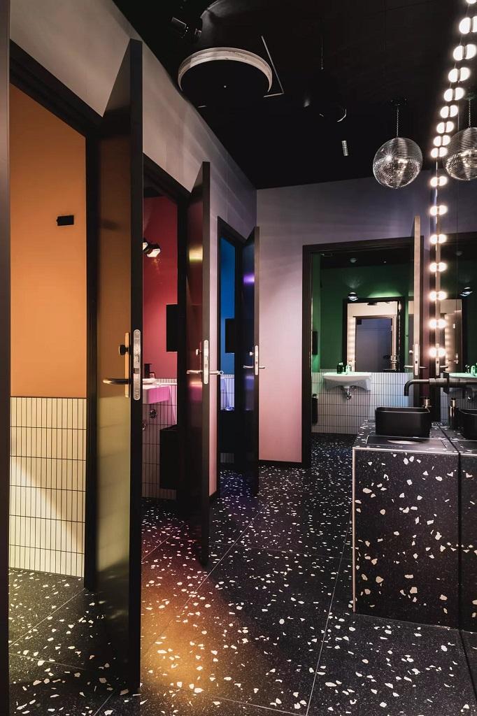 Belysning i offentlig toalettområde