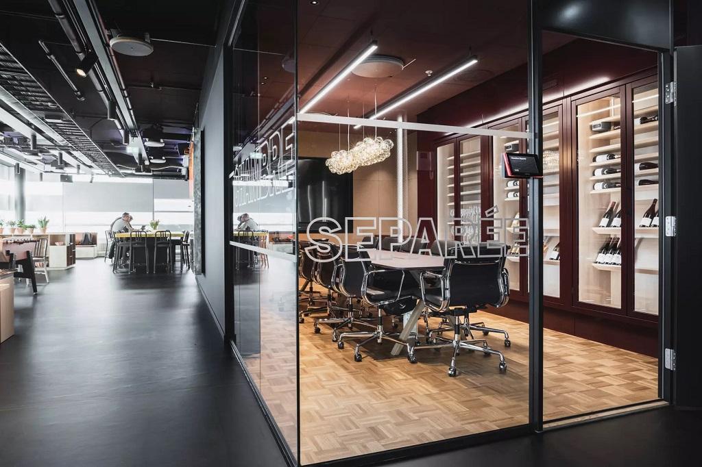 Belysning i møterom i kontorlokaler