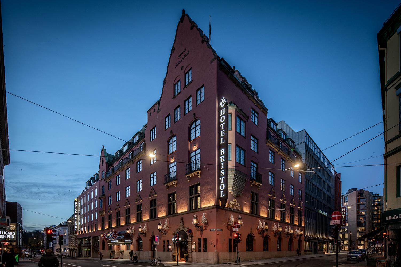 Fasadebelysning på Hotel Bristol i Oslo