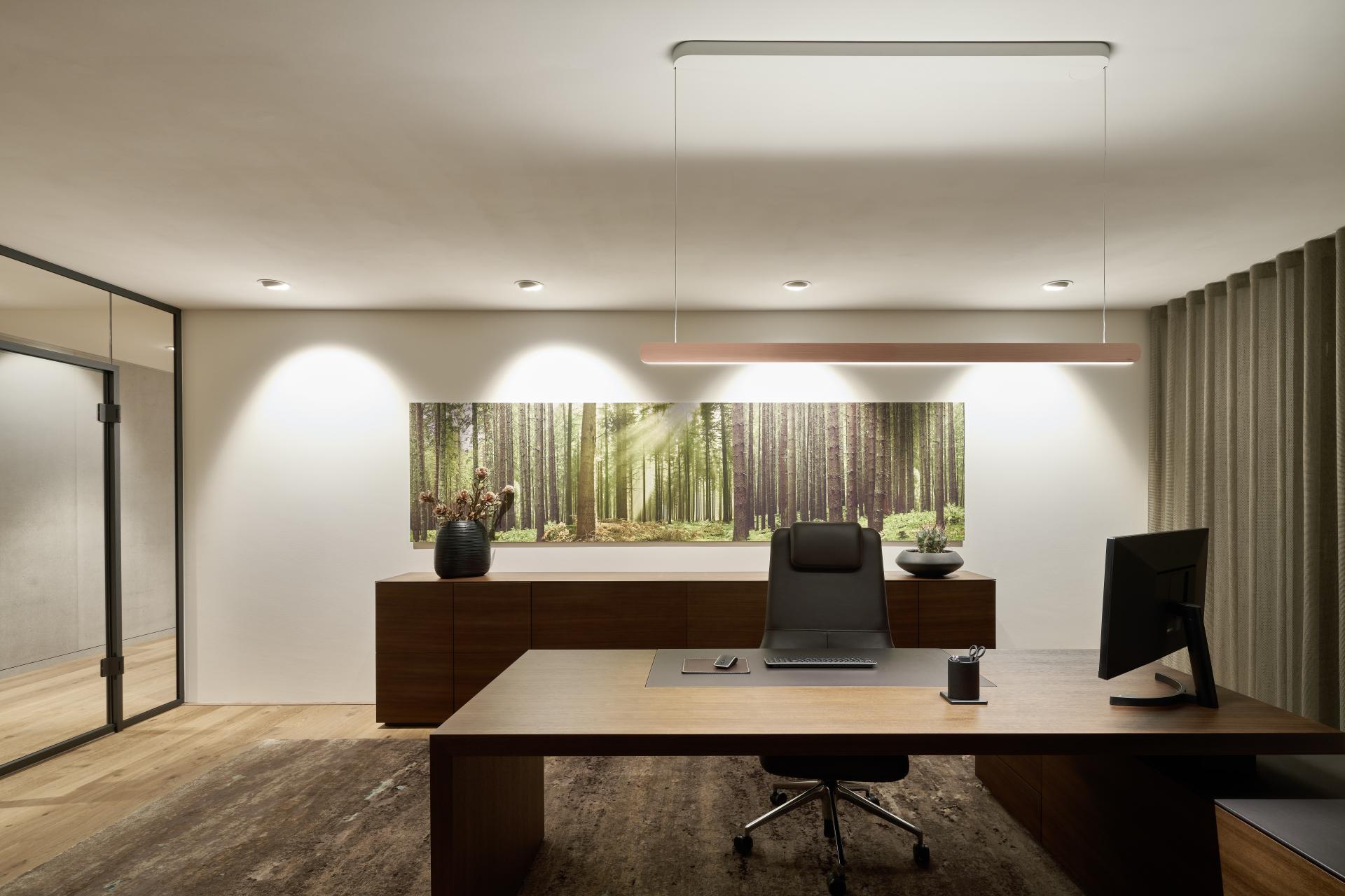 Mito volo taklampe fra Occhio i kontormiljø