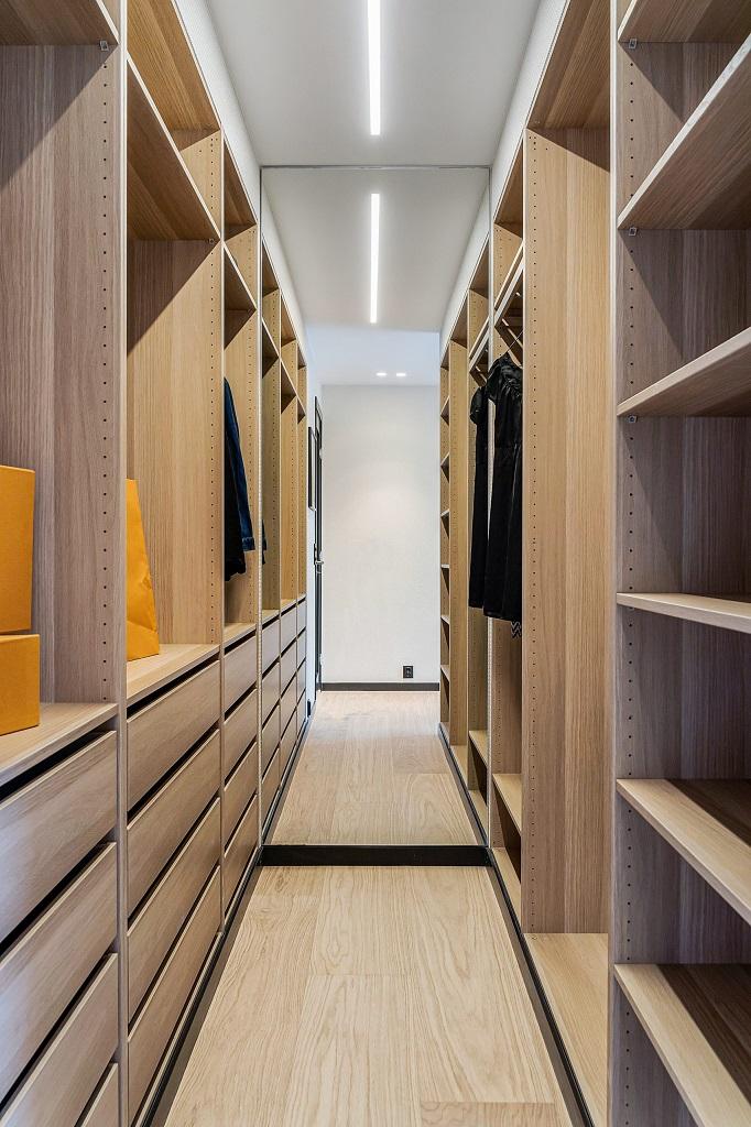 Garderobebelysning i privatbolig av SML Lighting