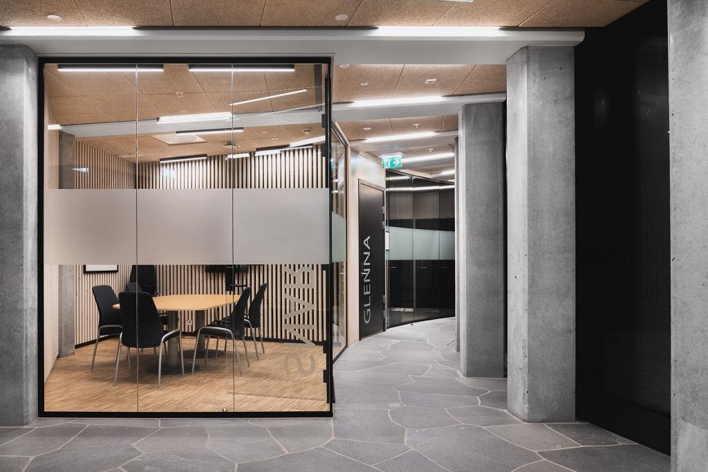 Grunnbelysning i og utenfor møterom