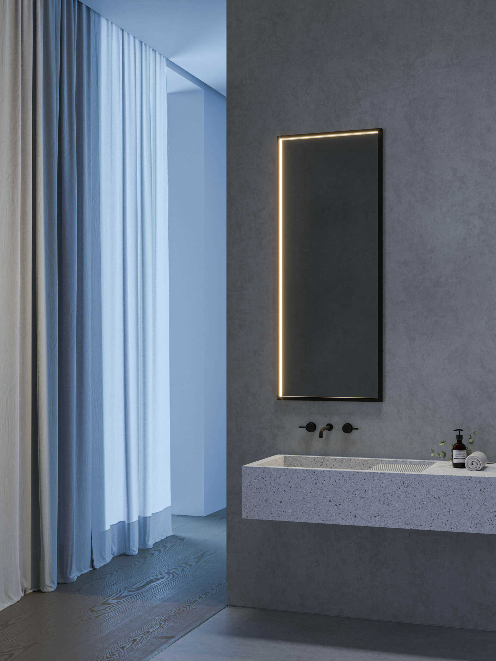 Firkantet Futon Mirror fra Intra Lighting på badet